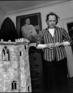 Edgar Oliver next to a small castle - copyright Ludovic Fremaux